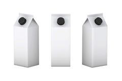 Άσπρο κενό κιβώτιο με τη μαύρη συσκευασία καπακιών για το γάλα και το χυμό, CL Στοκ εικόνα με δικαίωμα ελεύθερης χρήσης