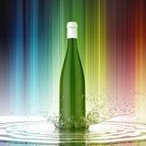 Άσπρο κενό μπουκάλι κρασιού χωρίς ετικέτα στο χρωματισμένο παφλασμό νερού υποβάθρου Στοκ εικόνες με δικαίωμα ελεύθερης χρήσης