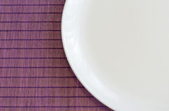 Άσπρο κενό πιάτο Στοκ εικόνα με δικαίωμα ελεύθερης χρήσης