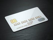 Άσπρο κενό πρότυπο πιστωτικών καρτών στο μαύρο ξύλινο επιτραπέζιο υπόβαθρο Στοκ Εικόνες