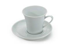 Άσπρο κεραμικό φλυτζάνι καφέ και άσπρο κεραμικό πιατάκι Στοκ Φωτογραφία