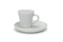 Άσπρο κεραμικό φλυτζάνι καφέ και άσπρο κεραμικό πιατάκι Στοκ εικόνες με δικαίωμα ελεύθερης χρήσης
