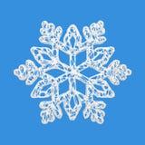 Άσπρο κομψό snowflake που απομονώνεται στο μπλε υπόβαθρο Στοιχείο Χριστουγέννων στο μαγικό δικτυωτό ύφος τρισδιάστατος δώστε διανυσματική απεικόνιση