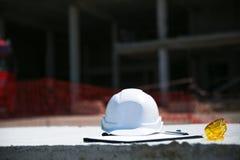 Άσπρο κράνος ασφάλειας για τον επιστάτη στοκ φωτογραφία με δικαίωμα ελεύθερης χρήσης