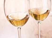 άσπρο κρασί γυαλιών Στοκ φωτογραφία με δικαίωμα ελεύθερης χρήσης