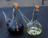Άσπρο κρασί και κόκκινο κρασί του έτους που δοκιμάζει στο χωριό Vil Στοκ Εικόνα