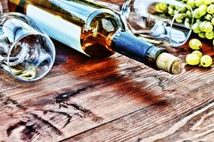 άσπρο κρασί μπουκαλιών thanksgiving στοκ φωτογραφία με δικαίωμα ελεύθερης χρήσης
