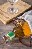 άσπρο κρασί μπουκαλιών Στοκ φωτογραφίες με δικαίωμα ελεύθερης χρήσης