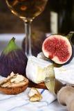 άσπρο κρασί σύκων τυριών Στοκ εικόνα με δικαίωμα ελεύθερης χρήσης