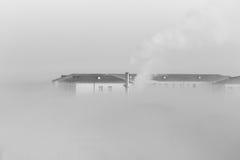 Άσπρο κτήριο καπνού Στοκ Εικόνες