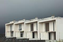 Άσπρο κτήριο σε ένα εγκαταλειμμένο χωριό στο νησί Flores Στοκ εικόνες με δικαίωμα ελεύθερης χρήσης