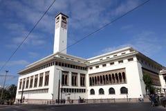 Άσπρο κτήριο στη Καζαμπλάνκα, Μαρόκο στοκ εικόνες με δικαίωμα ελεύθερης χρήσης