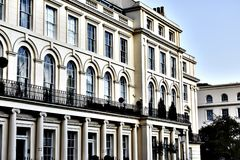Άσπρο κτήριο στο Λονδίνο Στοκ φωτογραφία με δικαίωμα ελεύθερης χρήσης