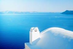 Άσπρο κτήριο στο νησί Santorini, Oia, Ελλάδα Στοκ εικόνα με δικαίωμα ελεύθερης χρήσης