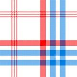 Άσπρο κλωστοϋφαντουργικό προϊόν ελέγχου με το κόκκινο και μπλε άνευ ραφής σχέδιο λωρίδων Στοκ εικόνα με δικαίωμα ελεύθερης χρήσης