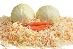 Άσπρο λάχανο και καρότα. Сhopping. Στοκ φωτογραφία με δικαίωμα ελεύθερης χρήσης