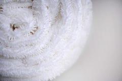 Άσπρο λεπτό μαλακό υπόβαθρο του ομαλού υφάσματος βελούδου γουνών Καθαρό άσπρο κυλημένο πετσέτα γενικό κλωστοϋφαντουργικό προϊόν στοκ εικόνες