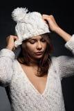 άσπρο μαλλί κοριτσιών ΚΑΠ στοκ εικόνα με δικαίωμα ελεύθερης χρήσης