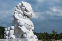 Άσπρο μαρμάρινο κινεζικό λιοντάρι Στοκ φωτογραφία με δικαίωμα ελεύθερης χρήσης