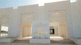Άσπρο μουσουλμανικό τέμενος σε Ajman timelapse hyperlapse, ενωμένος απόθεμα βίντεο