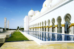 Άσπρο μουσουλμανικό τέμενος Στοκ εικόνες με δικαίωμα ελεύθερης χρήσης