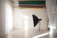 Άσπρο ντεκόρ στούντιο φωτογραφιών υποβάθρων λάμψης Στοκ εικόνες με δικαίωμα ελεύθερης χρήσης
