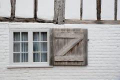 Άσπρο ξύλινο κλειστό παράθυρο Στοκ Εικόνα