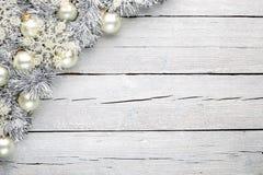 Άσπρο ξύλινο υπόβαθρο Χριστουγέννων Στοκ Φωτογραφίες