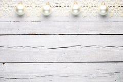 Άσπρο ξύλινο υπόβαθρο Χριστουγέννων Στοκ φωτογραφία με δικαίωμα ελεύθερης χρήσης