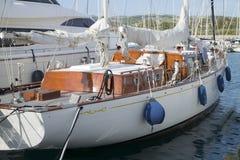 Άσπρο παλαιό ξύλινο sailboat Στοκ Εικόνες