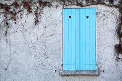 άσπρο παράθυρο τοίχων παρα Στοκ φωτογραφία με δικαίωμα ελεύθερης χρήσης