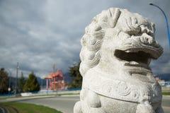 Άσπρο πετρών παραδοσιακού κινέζικου υπόβαθρο πόλεων λιονταριών βιομηχανικό Στοκ φωτογραφίες με δικαίωμα ελεύθερης χρήσης
