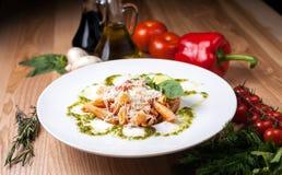 Άσπρο πιάτο με Spaghett Στοκ Φωτογραφία