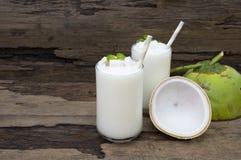 Άσπρο ποτό μίγματος χυμού φρούτων καταφερτζήδων καρύδων milkshake υγιές στοκ φωτογραφία με δικαίωμα ελεύθερης χρήσης