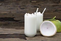 Άσπρο ποτό μίγματος χυμού φρούτων καταφερτζήδων καρύδων milkshake υγιές στοκ φωτογραφίες με δικαίωμα ελεύθερης χρήσης