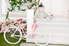 Άσπρο ποδήλατο Στοκ φωτογραφίες με δικαίωμα ελεύθερης χρήσης