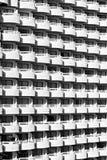 Άσπρο πρότυπο μπαλκονιών Στοκ φωτογραφία με δικαίωμα ελεύθερης χρήσης