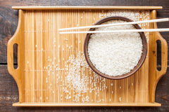 Άσπρο ρύζι και chopsticks Στοκ φωτογραφία με δικαίωμα ελεύθερης χρήσης