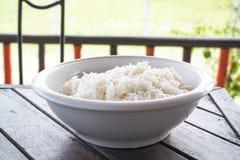 Άσπρο ρύζι σε ένα κύπελλο Στοκ Φωτογραφία