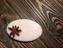 Άσπρο σαπούνι στο ξύλινο υπόβαθρο Στοκ εικόνα με δικαίωμα ελεύθερης χρήσης