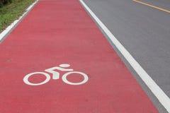 Άσπρο σημάδι παρόδων ποδηλάτων Στοκ φωτογραφία με δικαίωμα ελεύθερης χρήσης