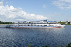 Άσπρο σκάφος Στοκ Φωτογραφίες