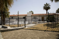 Άσπρο σπίτι ισπανικός-ύφους Στοκ Εικόνες