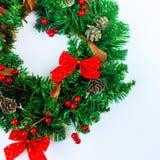 άσπρο στεφάνι Χριστουγένν&om Στοκ Φωτογραφίες