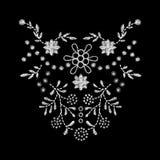 άσπρο σχέδιο έργου τέχνης κεντητικής λουλουδιών για τον ιματισμό neckline Στοκ Φωτογραφία