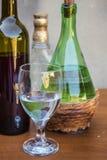 Άσπρο σύνολο γυαλιού κρασιού Στοκ φωτογραφίες με δικαίωμα ελεύθερης χρήσης