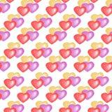 Άσπρο υπόβαθρο, θέμα αγάπης Άνευ ραφής σχέδιο με τις ζωηρόχρωμες καρδιές στοκ εικόνες με δικαίωμα ελεύθερης χρήσης