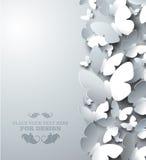 Άσπρο υπόβαθρο με τις πεταλούδες διακοπής, κάθετη σύνθεση Στοκ φωτογραφίες με δικαίωμα ελεύθερης χρήσης