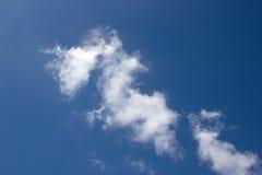 Άσπρο υπόβαθρο σύννεφων και μπλε ουρανού Στοκ Εικόνα