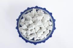 Άσπρο υλικό πληρώσεως αργίλου ή μαλακός-προετοιμασμένη κιμωλία στο άσπρο υπόβαθρο στοκ φωτογραφία